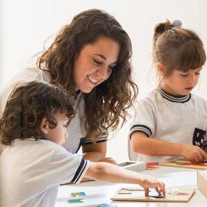 teacher+with+children