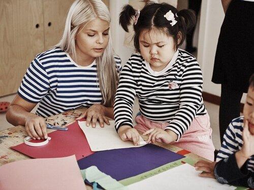 Child+creating+their+HEI+Art+Portfolio+at+HEI+Schools+Baotou