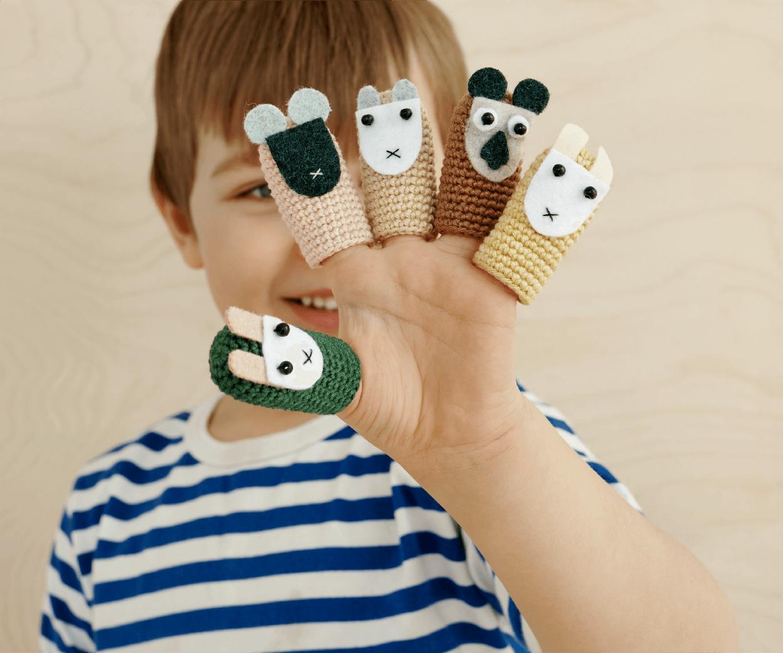 HEI Schools curriculum boy fingerbuddies 600x500-92