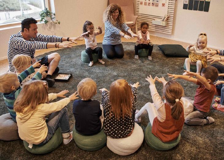 HEI teacher children singing play circle webinars 350x250