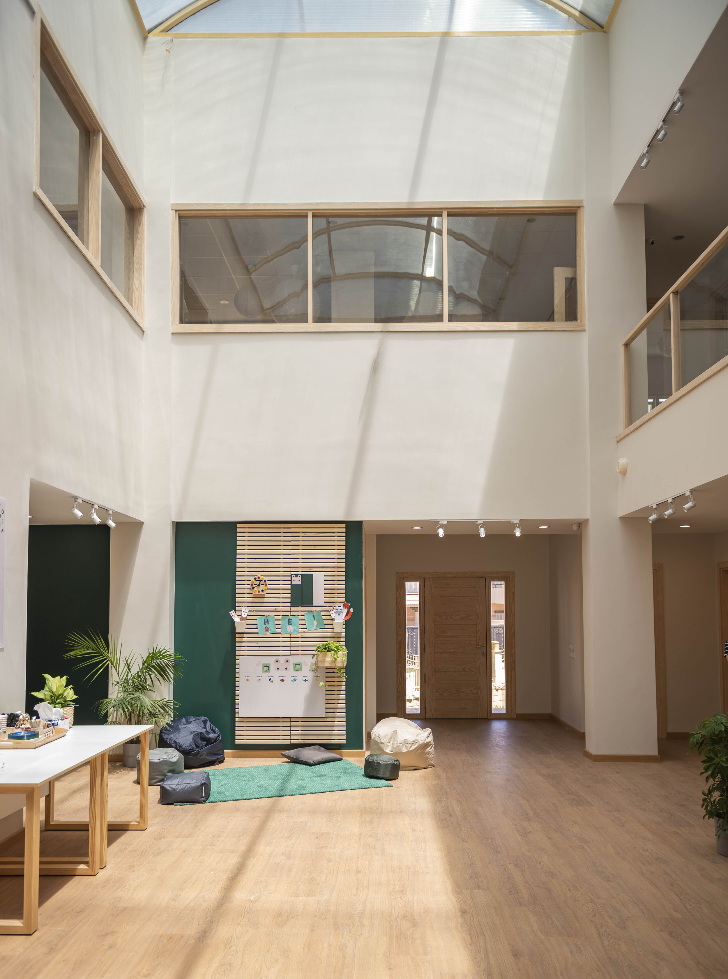 The four-story building follows HEI Schools' Nordic design with plenty of natural light and high-quality materials, inviting the children to concentrate on playing and learning in a visually calm and relaxing environment.